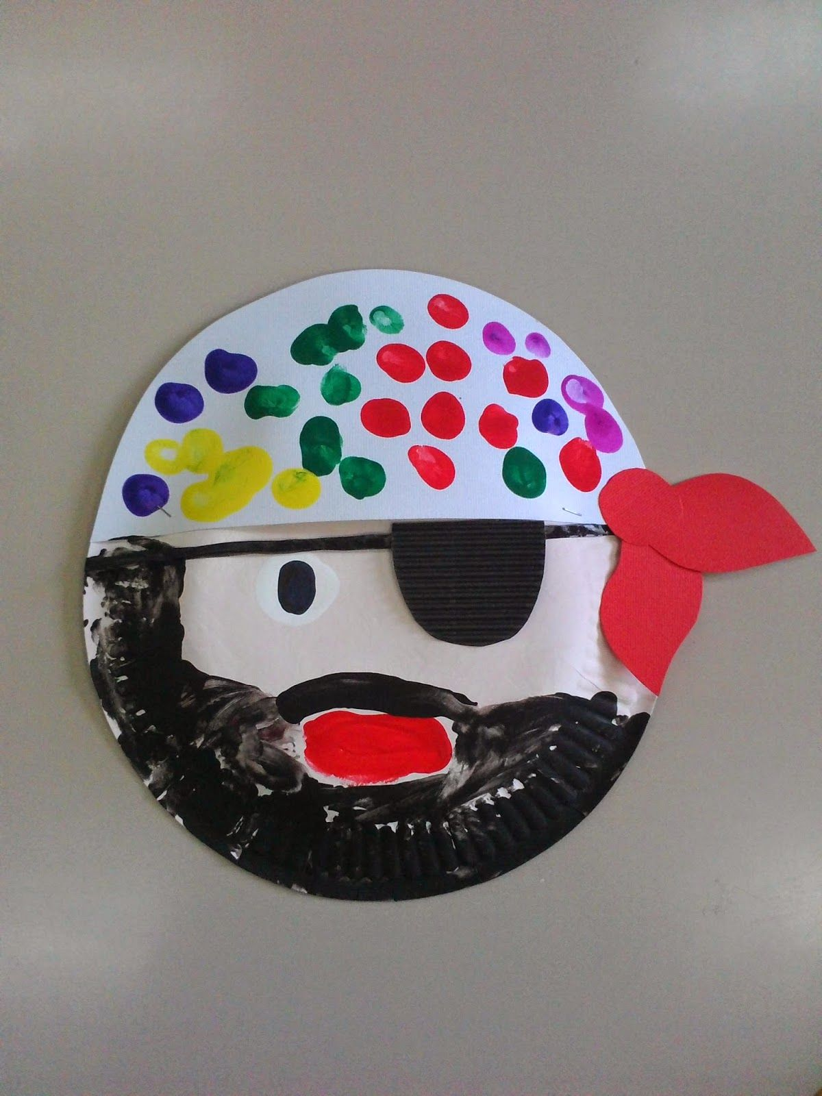 Maro's Kindergarten: Paper Plate Pirate Craft | Zomer/zee | Crafts